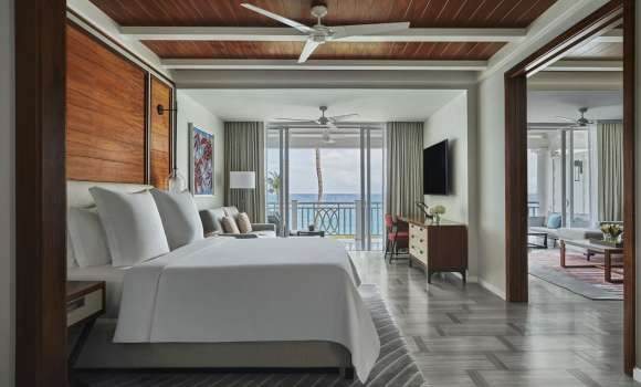 Crescent Wing: Luxury Beachfront Room
