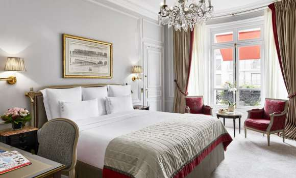 Deluxe Room – Avenue Montaigne View
