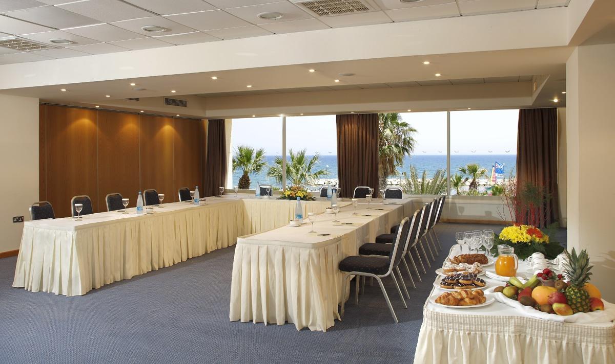 Кипр ларнака отель голден бей отзывы